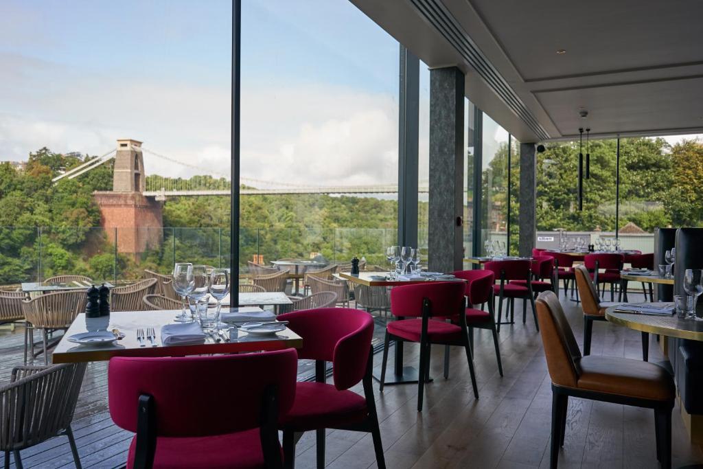 مطعم أو مكان آخر لتناول الطعام في Avon Gorge by Hotel du Vin