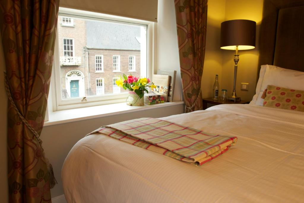 No 1 pery square hotel spa limerick online booking for Garden rooms limerick