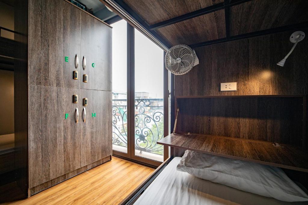 Phòng Ngủ Tập Thể Deluxe 14 Giường Cho Cả Nam Và Nữ
