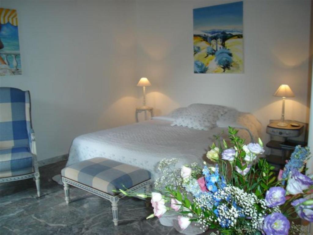 Chambre d 39 h tes le mas roquemiaine chambres d 39 h tes roquefort les pins - Chambre d hote saint brevin les pins ...