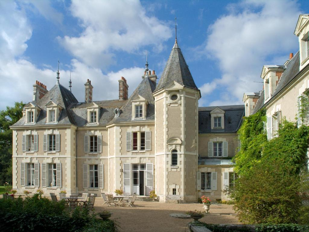 chateau du breuil cour cheverny book your hotel with. Black Bedroom Furniture Sets. Home Design Ideas