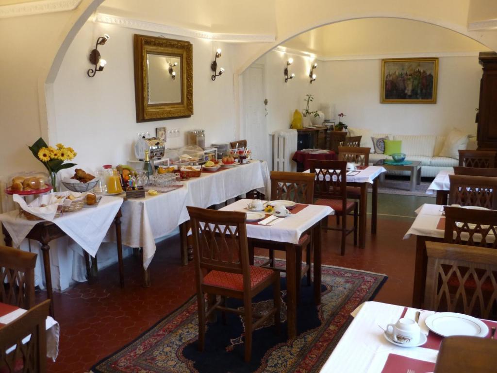 Logis h tel villa victorine saint laurent du var for Logis hotel meuble emile rey