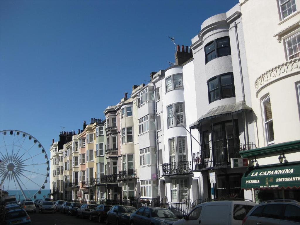 Aquarium guest house brighton book your hotel with for Brighton house