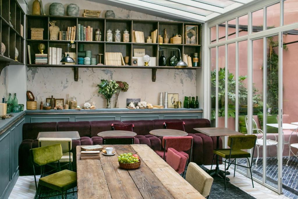 163341589 - La Planque Hotel