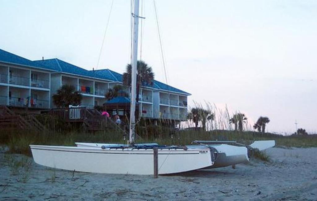 Ocean isle inn little river book your hotel with for Ocean isles fishing village