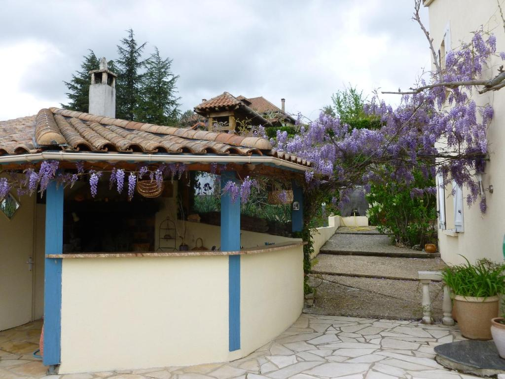 Bed and breakfast chambre d 39 h te l 39 orchid e millau for Chambre hote millau