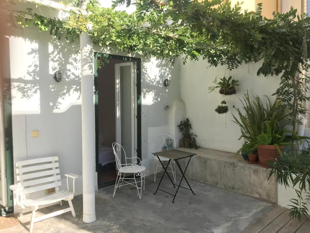 164076370 - Cozy Apartment with Private Patio