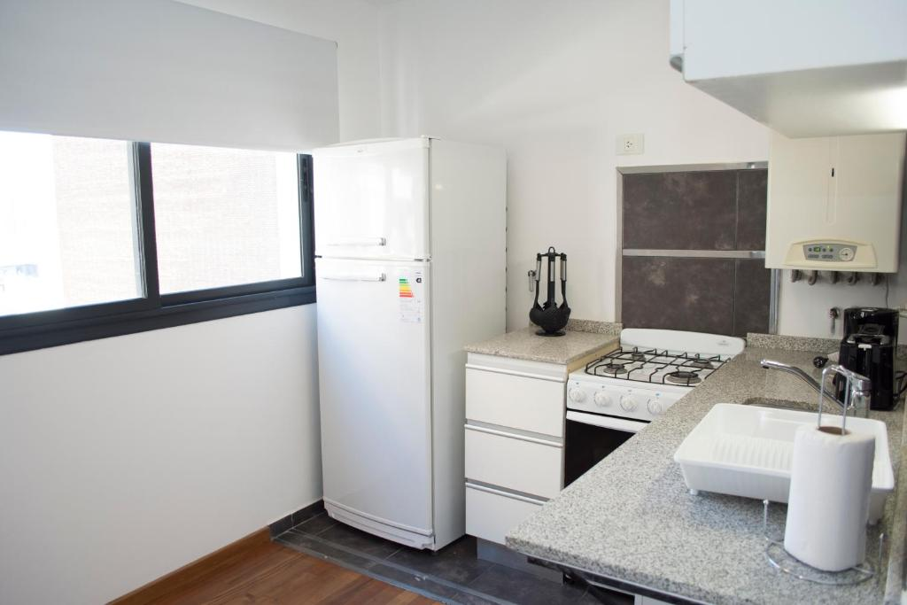 Una cocina o kitchenette en Coralt Aparts Montevideo