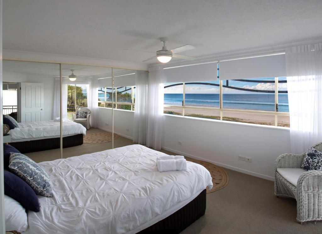 Una cama o camas en una habitación de Golden Riviera Beach Resort