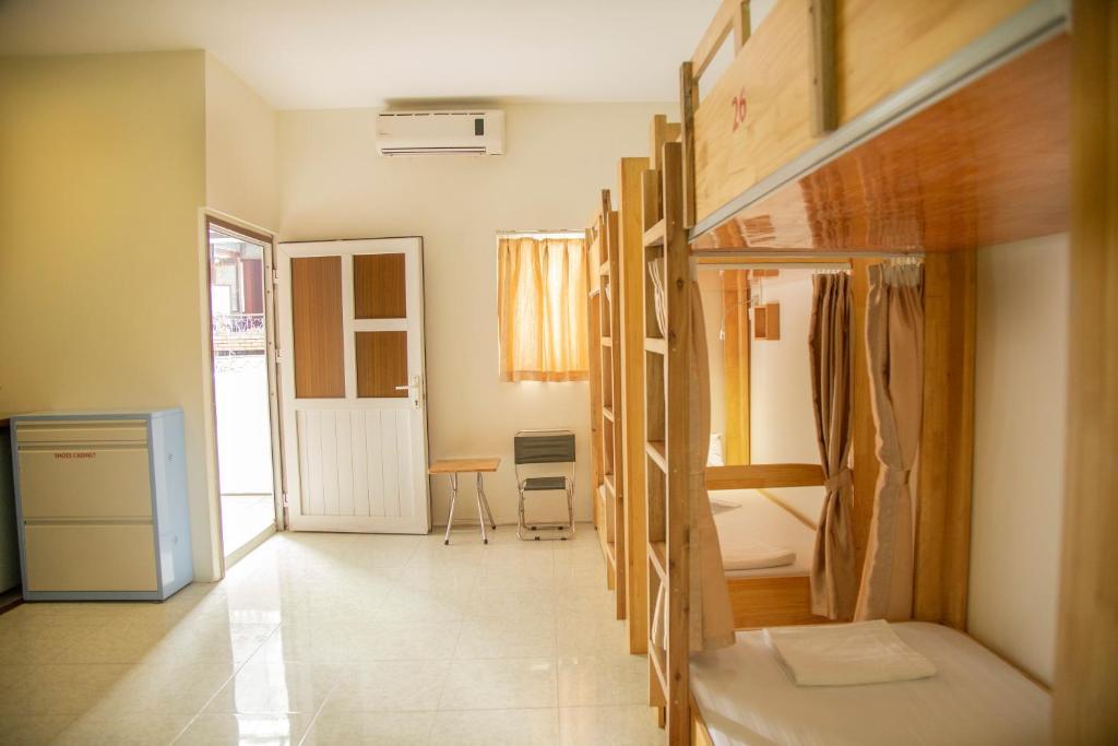 Giường Trong Phòng Ngủ Tập Thể4 Giường Với Ban Công