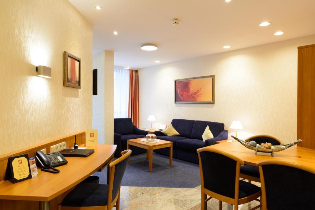 hotel boehler b blingen reserva tu hotel con viamichelin. Black Bedroom Furniture Sets. Home Design Ideas