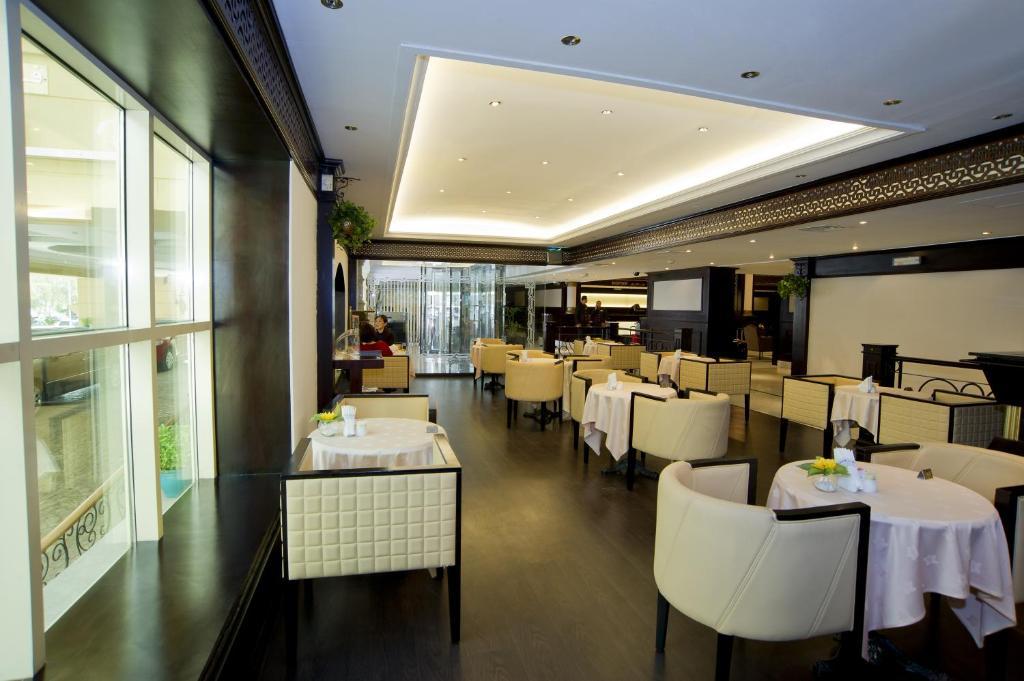Dubai carlton tower hotel dubai hotels for Four star hotels in dubai