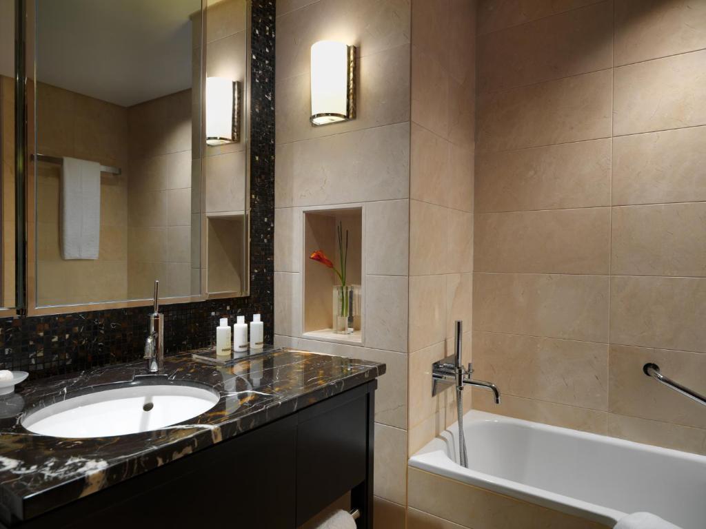 Jumeirah messilah beach hotel spa kuwait sabah al for Bathroom accessories kuwait
