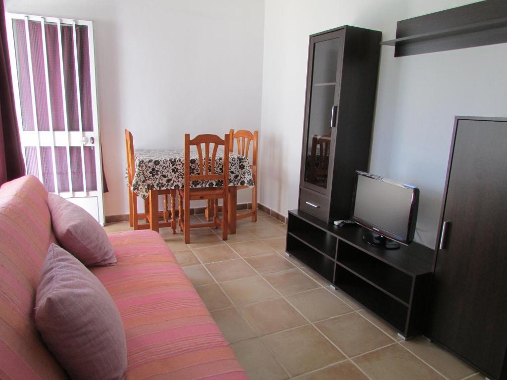 Apartamentos miramar tarifa reserva tu hotel con viamichelin - Apartamentos miramar bolonia ...