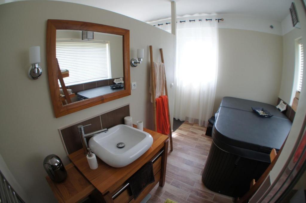 chambres d 39 h tes bed breakfast crosne plazza spa chambres d 39 h tes crosne dans l 39 essonne 91. Black Bedroom Furniture Sets. Home Design Ideas