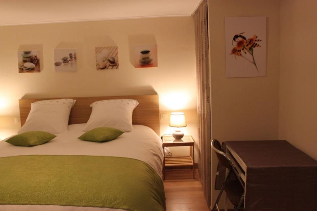 Chambre d 39 hotes antony fresnes book your hotel with for Chambre commerce suisse