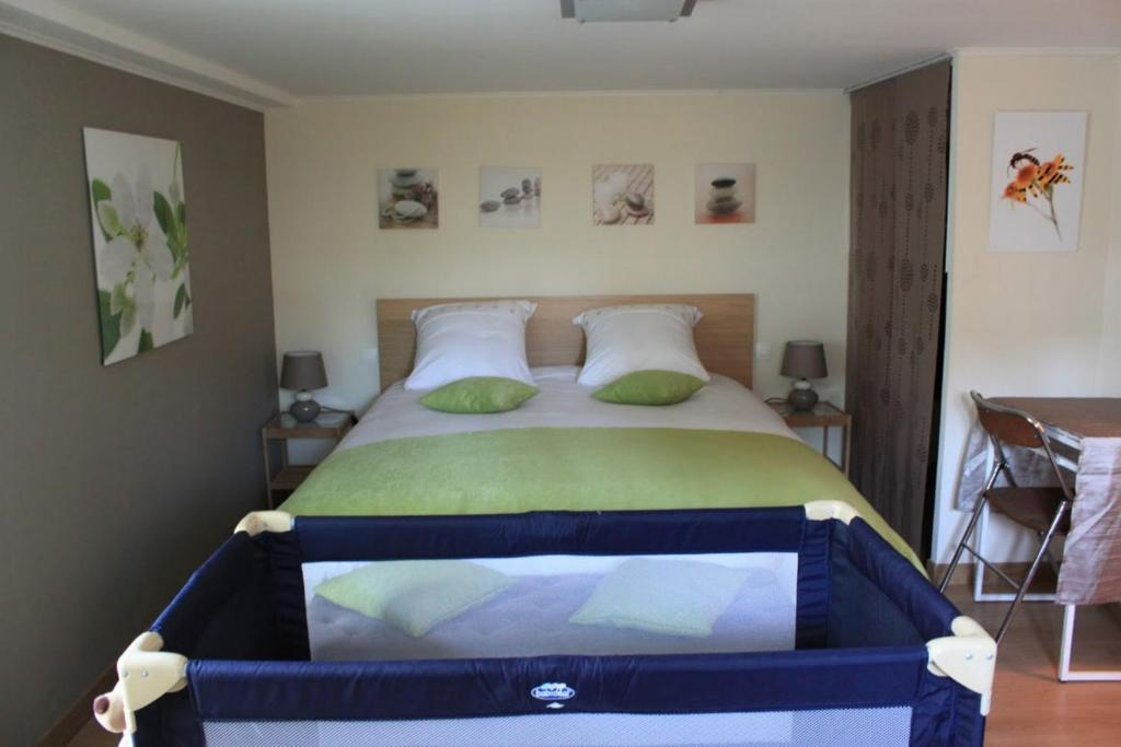 Chambre d 39 hotes antony fresnes book your hotel with for Chambre hote booking