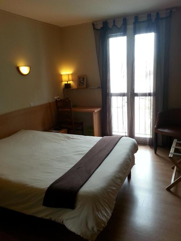 auberge du lion d 39 or marmande online booking viamichelin. Black Bedroom Furniture Sets. Home Design Ideas
