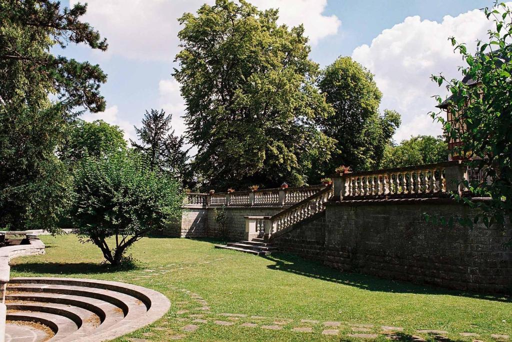 Chateau de montvillargenne r servation gratuite sur for Piscine gouvieux