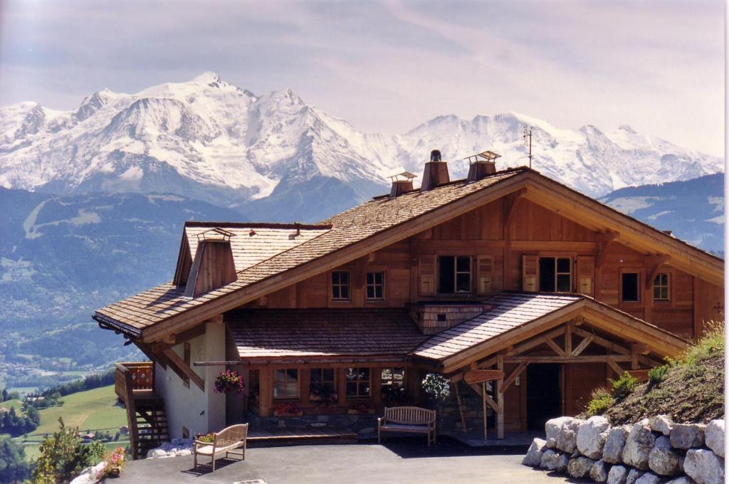 la joubarbe au balcon du mont blanc sallanches book your hotel with viamichelin. Black Bedroom Furniture Sets. Home Design Ideas