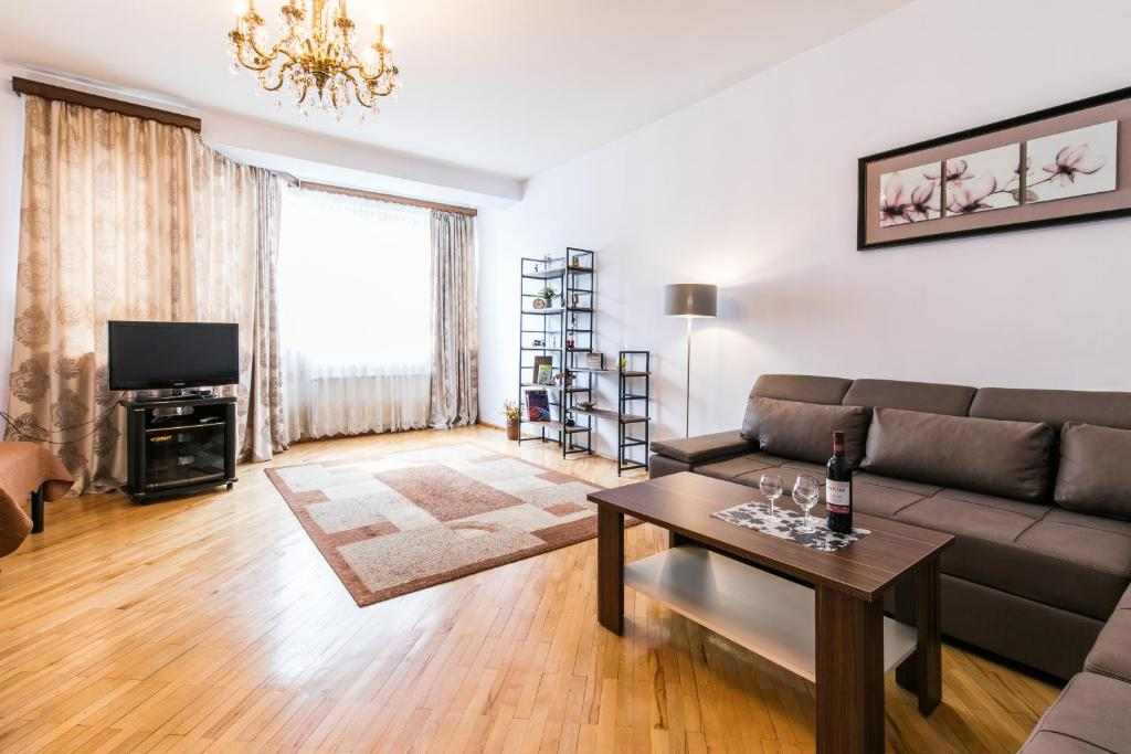 Big, Bright Apt  On Freedom Square, Tbilisi City – Updated