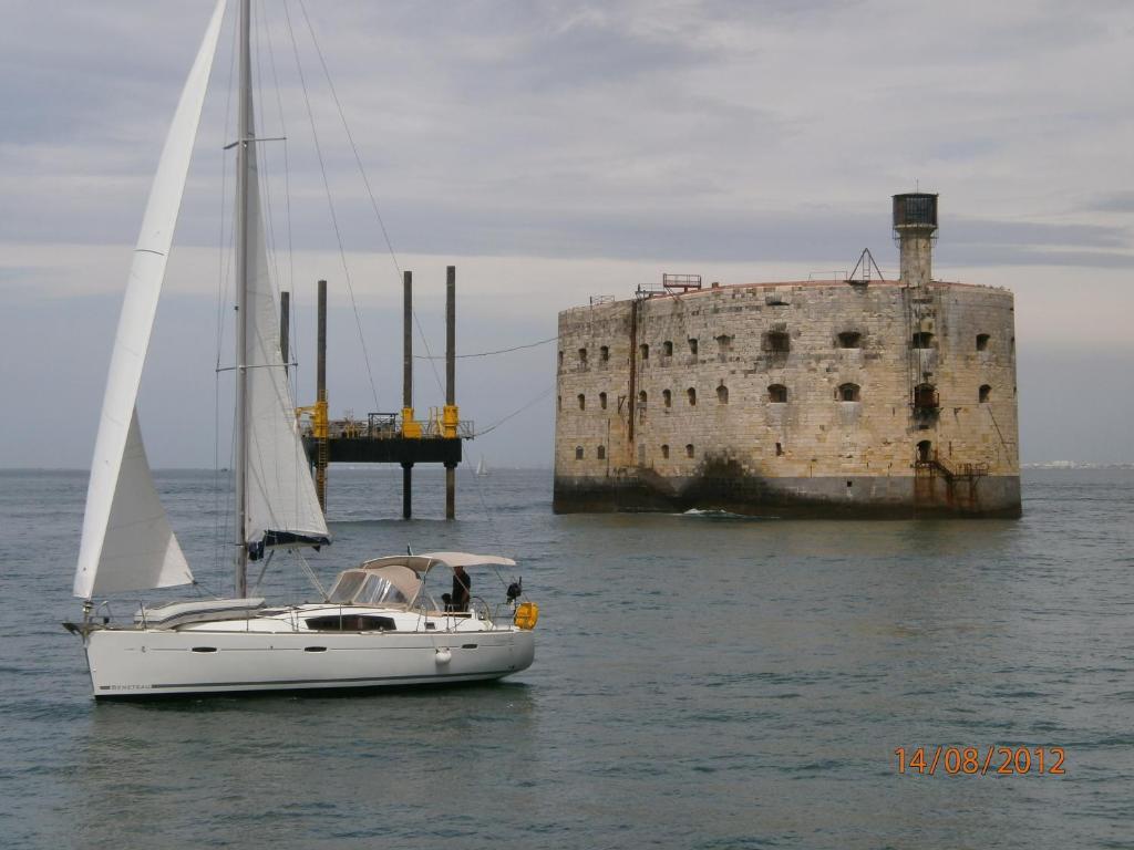 Hotel ibis la rochelle vieux port charente maritime - Parking du vieux port la rochelle ...