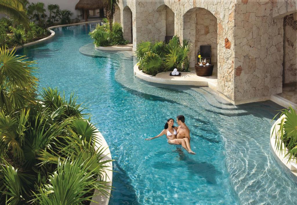 A piscina localizada em Secrets Maroma Beach Riviera Cancun - Adults only All Inclusive ou nos arredores