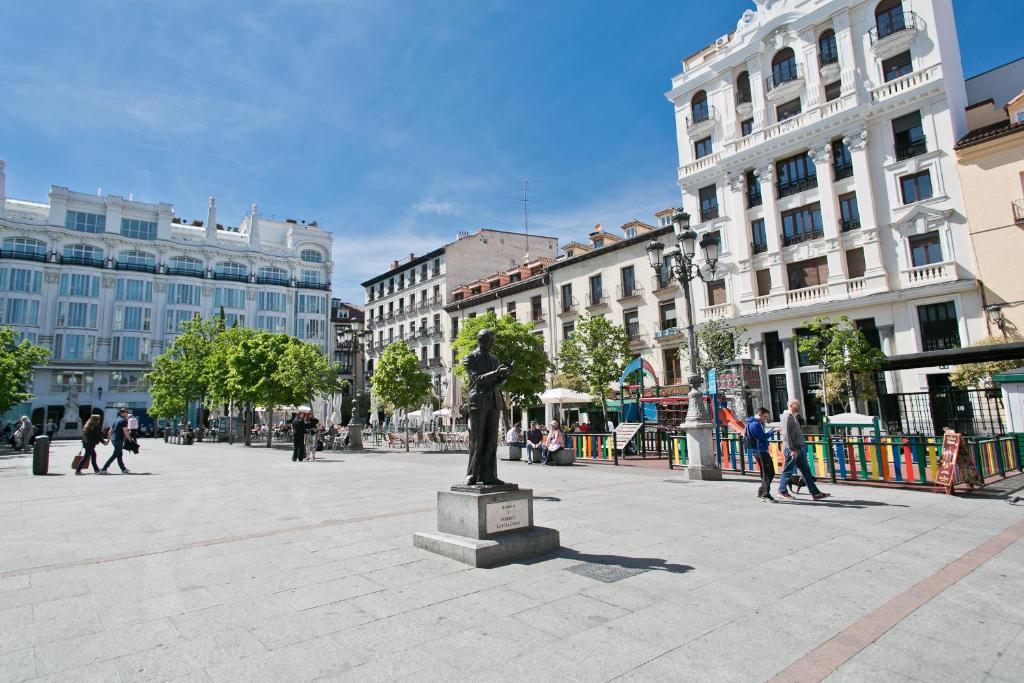 Hostal madrid sol madrid book your hotel with viamichelin for Hotel madrid sol