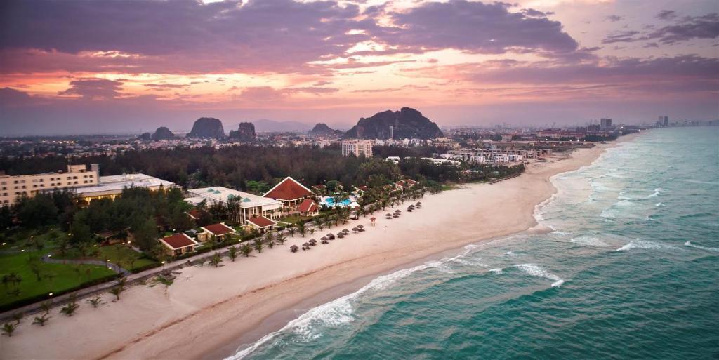 Kết quả hình ảnh cho sandy beach đà nẵng
