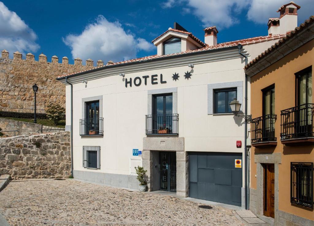 Hotel puerta de la santa vila book your hotel with viamichelin - Hotel puerta de la santa avila ...