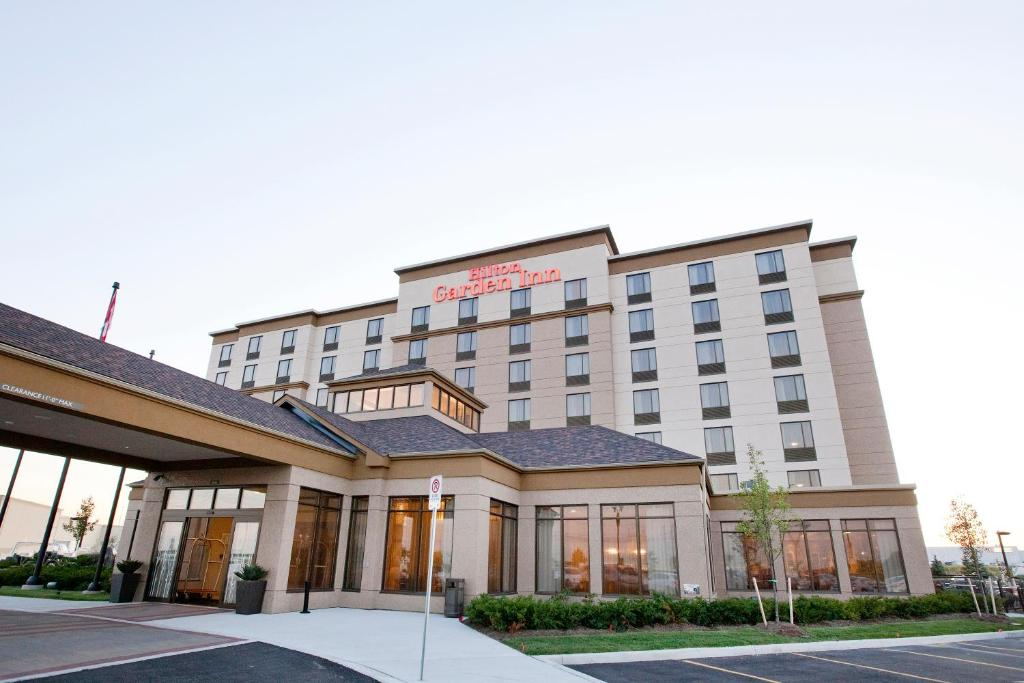 Hilton Garden Inn Toronto Brampton Brampton Book Your Hotel With Viamichelin