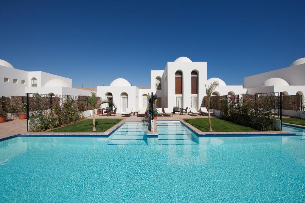 Hồ bơi trong/gần Fort Arabesque Resort, Spa & Villas