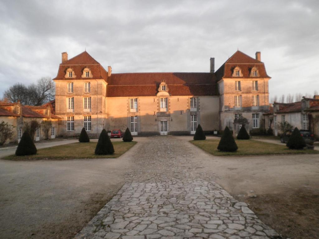 Chambres d 39 h tes et g tes du ch teau de clauzuroux for Chambre chateau