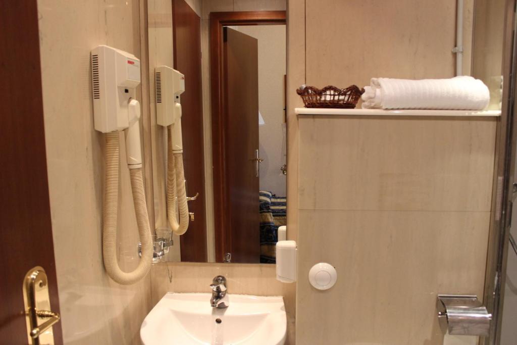 Hotel Dei Consoli Rome Booking