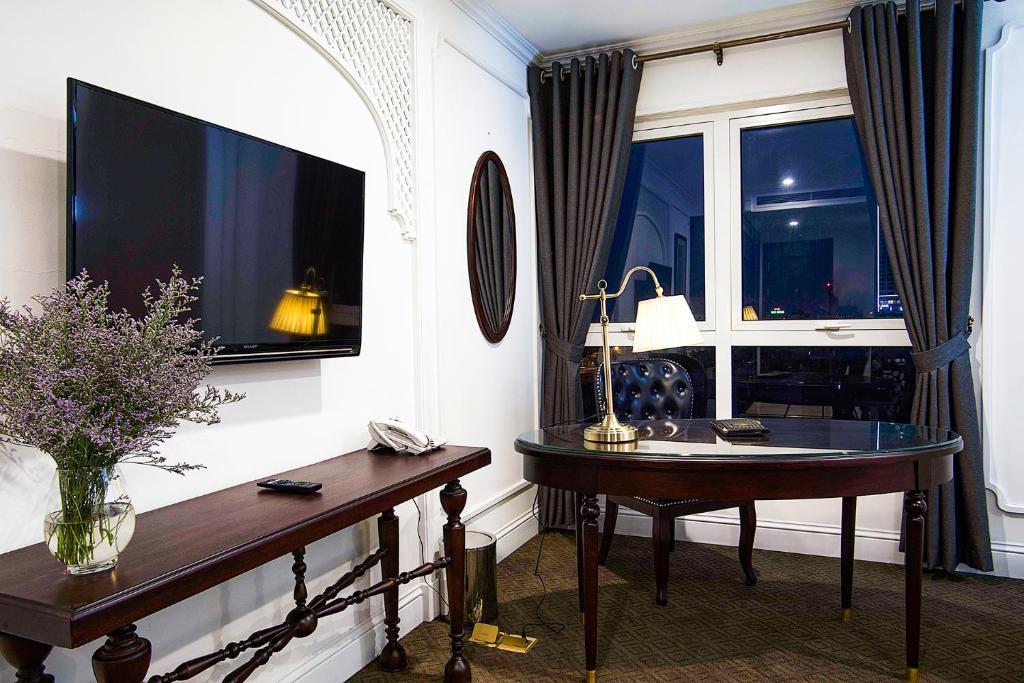 Suite có Giường cỡ Queen nhìn ra Hồ bơi