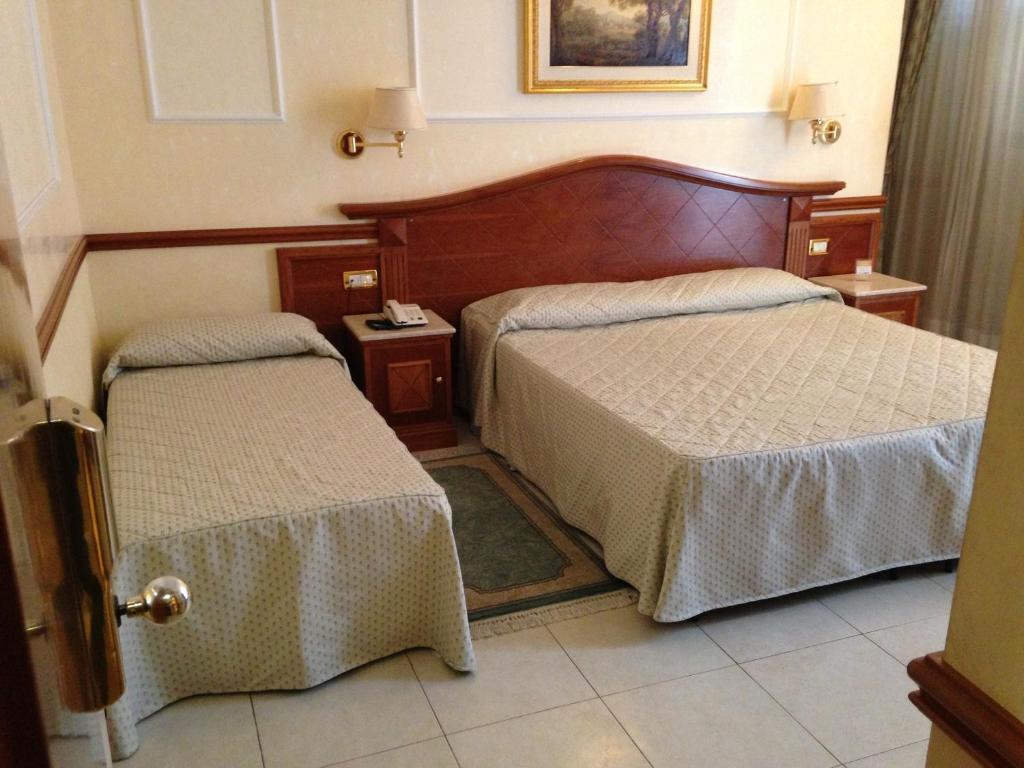 Hotel Hiberia Rome Book Your Hotel With Viamichelin