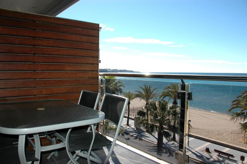 Apartamentos las palmas vii salou reserva tu hotel con viamichelin - Apartamentos puerto rico las palmas ...