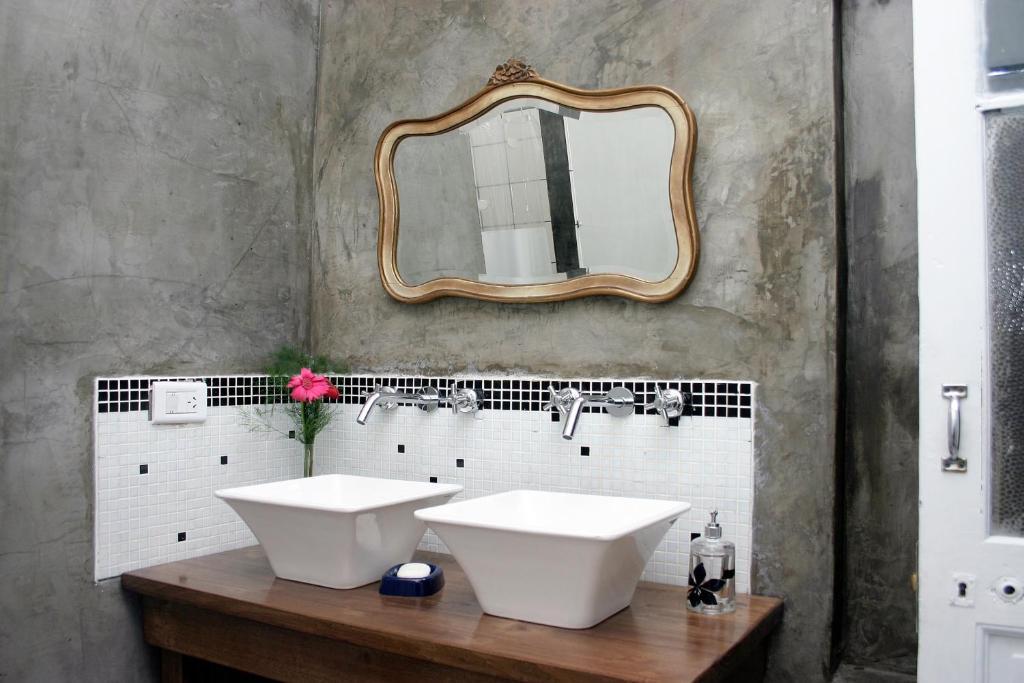 Um banheiro em Elefante Rosa Hostel