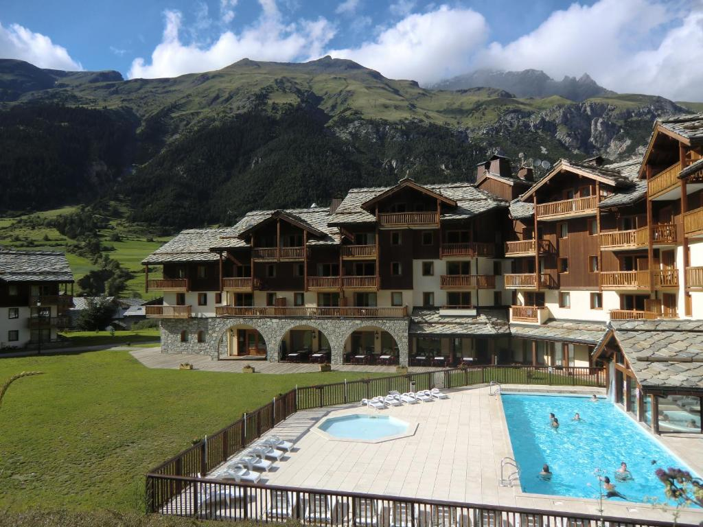 R sidence les alpages de val cenis locations de vacances for Piscine lanslevillard