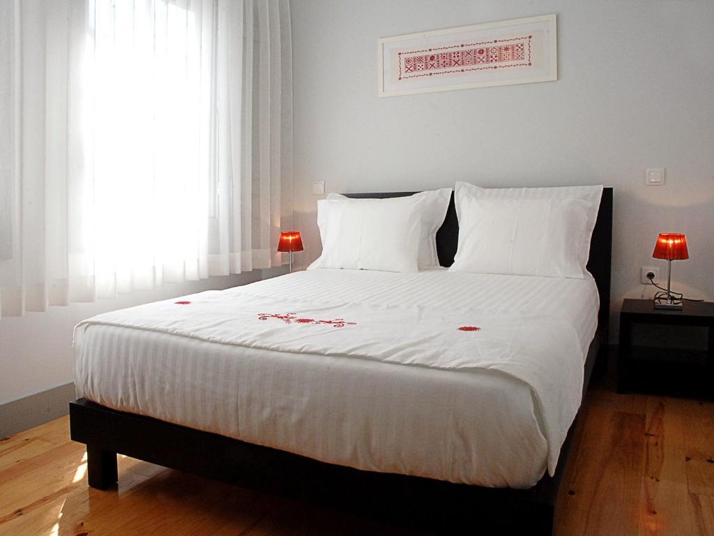 Una cama o camas en una habitación de Guest House Vimaranes