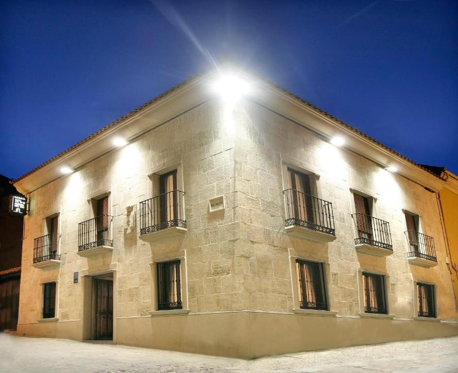Puerta del sol ciudad rodrigo book your hotel with for Hotel puerta de sol