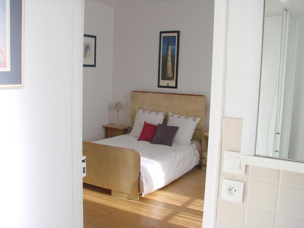 Chambres de condate rennes book your hotel with for Chambre de commerce suisse