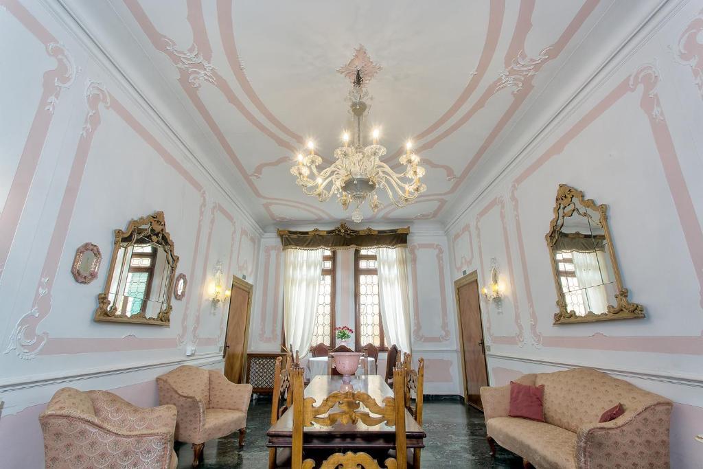 Un restaurant u otro lugar para comer en Hotel Mezzo Pozzo
