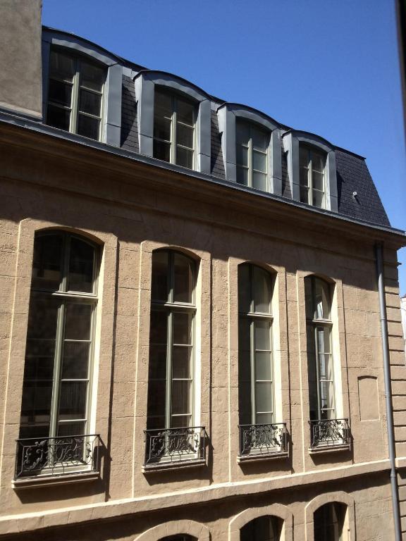 Appartement cherche midi locations de vacances paris for Cherche appartement paris
