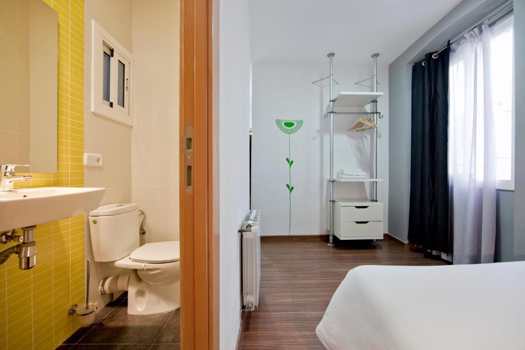 hostal nitzs bcn chambres d 39 h tes barcelone. Black Bedroom Furniture Sets. Home Design Ideas