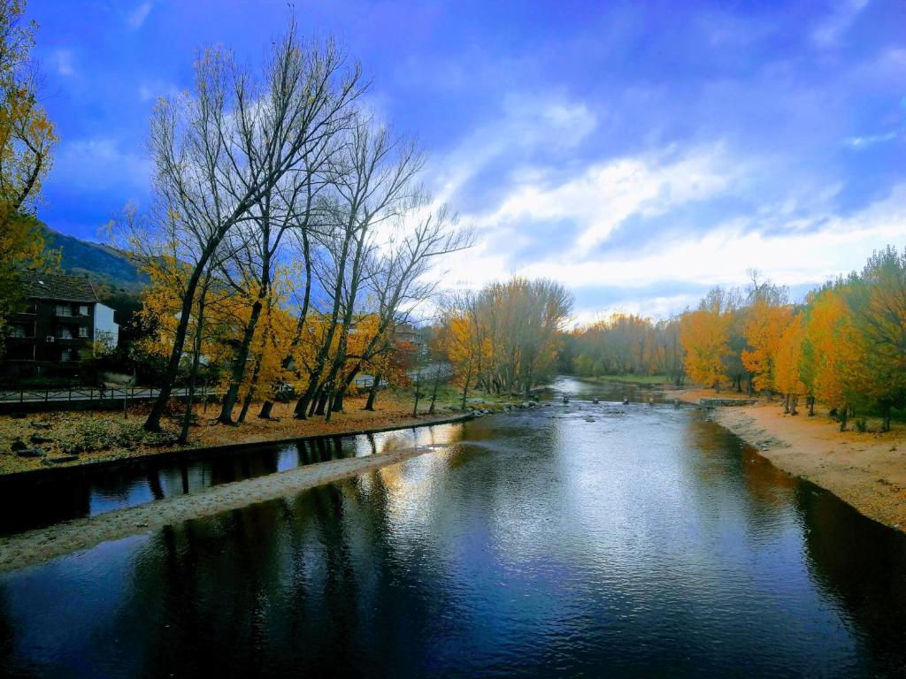 Chalet Rural (España Navaluenga) - Booking.com