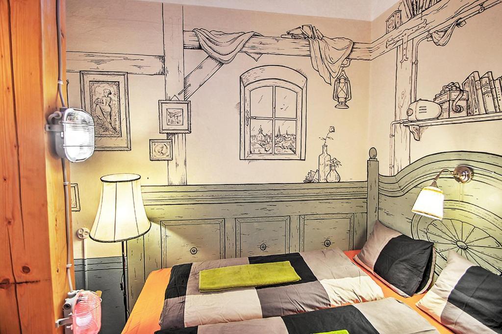 Cama ou camas em um quarto em Lavender Circus Hostel, Doubles & Ensuites