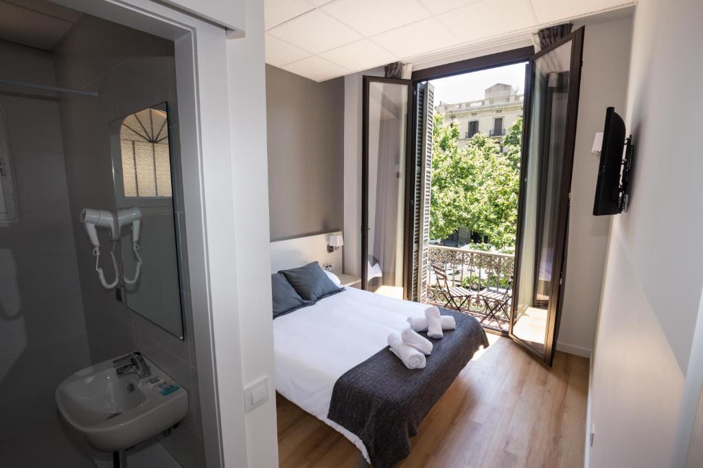 hostalin barcelona gran via barcelona book your hotel with viamichelin. Black Bedroom Furniture Sets. Home Design Ideas