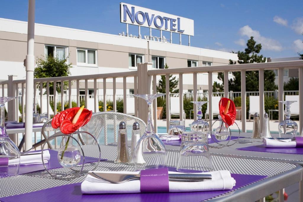 Hotel novotel amiens p le jules verne longueau for Piscine jules verne