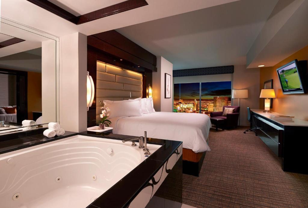 Un baño de Elara by Hilton Grand Vacations - Center Strip